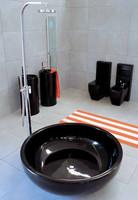 Baños amplios y elegantes de Ceramica Flamina