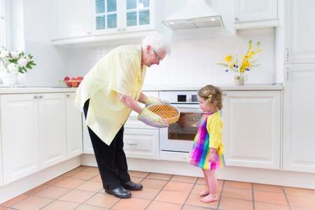 Guía sobre alimentación saludable para los abuelos que cuidan de los niños
