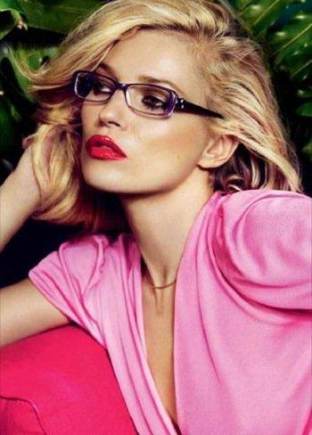 Kate Moss en la nueva campaña de gafas de Vogue Primavera-Verano 2011