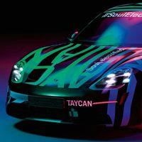 El primer coche eléctrico de Porsche, el Taycan, se adelanta a su presentación y nos muestra sus formas