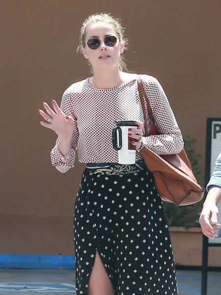 La raja de la falda de Amber Heard