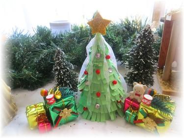 Cómo hacer un árbol de Navidad de papel (vídeo)