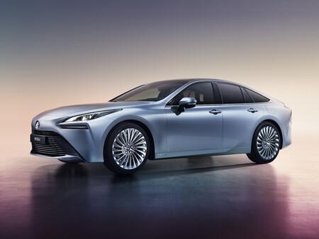 El Toyota Mirai 2020 es una de las apuestas más serias por el coche de hidrógeno: rebaja su precio y amplía la autonomía hasta los 650 km