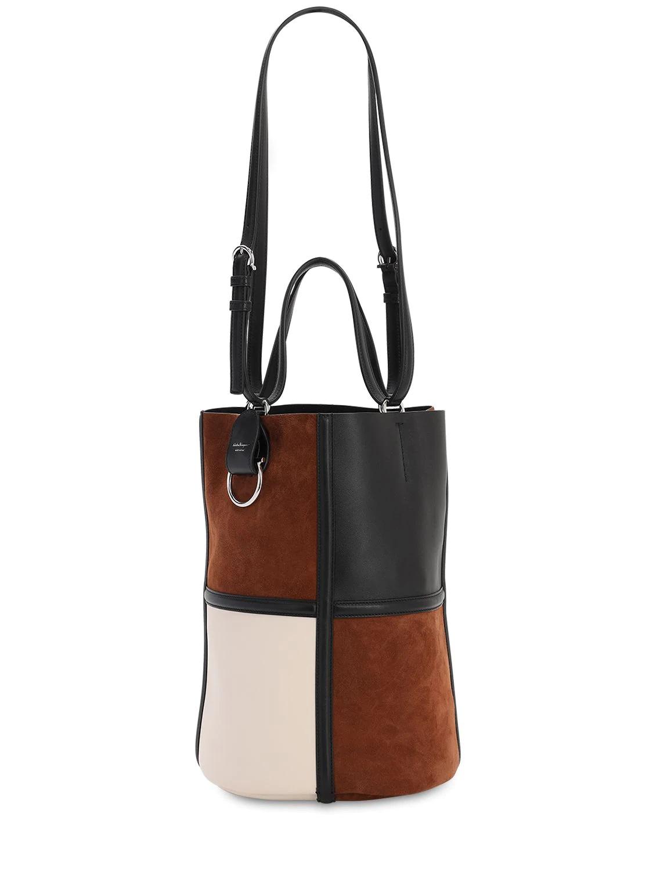 Bolso de ante y piel con diseño cilíndrico de Salvatore Ferragamo
