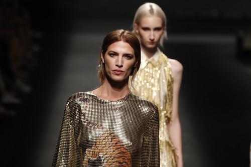 Las siete tendencias de belleza vistas en el desfile de L'Oréal Paris y creadas por diseñadores españoles