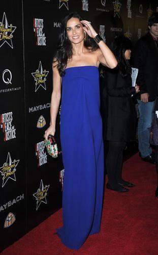 Demi Moore con un diseño de Victoria Beckham