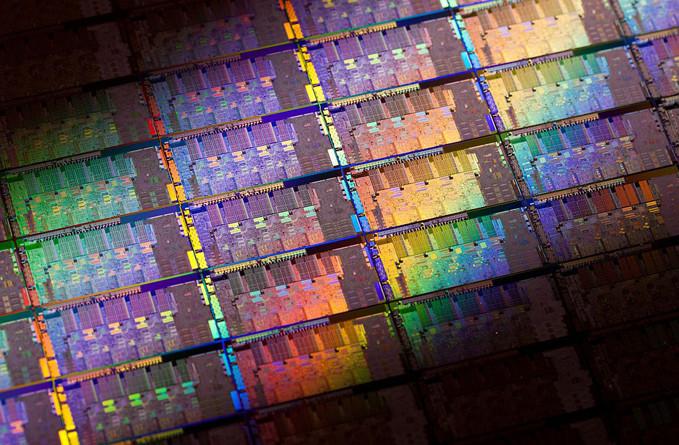 IBM ya tiene listos los procesadores más potentes conocidos gracias a su litografía de 7 nm