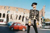 Matadoramente sexy es la campaña de Moschino Primavera-Verano 2012