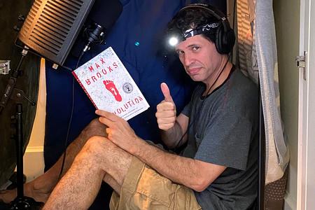 'Devolution': el autor de 'Guerra Mundial Z' explora el mito de Bigfoot y su audiolibro reúne a voces como Nathan Fillion