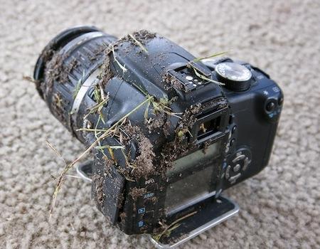 Una Canon EOS 350D que sobrevive a una caída de 900 metros