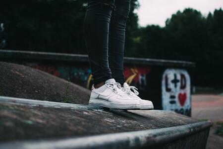 Las mejores ofertas de zapatillas blancas de las rebajas de ASOS: Adidas, Vans y Nike más baratas