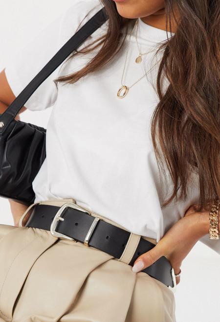 Cinturon Cuero Asos 2Cinturón de cuero en negro con ribetes de metal plateado brillante de ASOS DESIGN