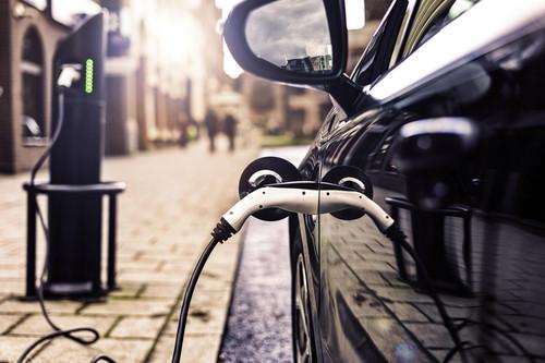 Cómo se están adaptando las gasolineras y petroleras convencionales al vehículo eléctrico