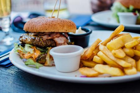 Conquistados por el estómago: un puñado de bacterias 'deciden' cada día qué es lo que nos apetece comer
