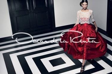 El paso firme y esperado de Oscar de la Renta con Karlie Kloss para el verano de 2012