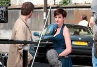 Anne Hathaway no tiene un pelo de tonta (por eso se los corta)