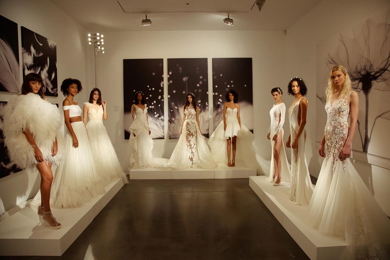 318e17d6c3f Pronovias presenta en Nueva York la colección Atelier 2019 para todas las  tallas