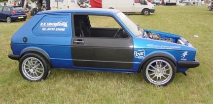 Pequeño, rápido y letal: VW Golf Mk1 con motor de Suzuki Hayabusa y turbo