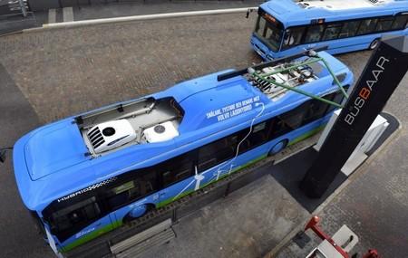 Volvo y ABB pondrán en marcha en Luxemburgo una red de autobuses híbridos que recargan en las paradas