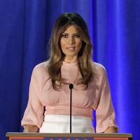 Tommy Hilfiger rompe una lanza a favor de Melania Trump: la Primera Dama ya tiene diseñador de confianza