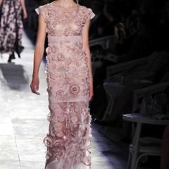 Foto 56 de 61 de la galería chanel-alta-costura-otono-invierno-2012-2013-rosa-gris-brillos-y-nuevo-vintage en Trendencias
