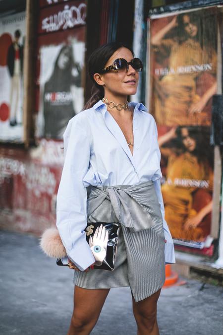 ¿Por qué tendrías que comprarte la falda de temporada que todas llevan? Te enseñamos cómo combinarla para que la tuya parezca única