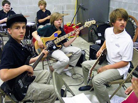 El entrenamiento musical temprano mejora las interacciones con sonidos en la edad adulta