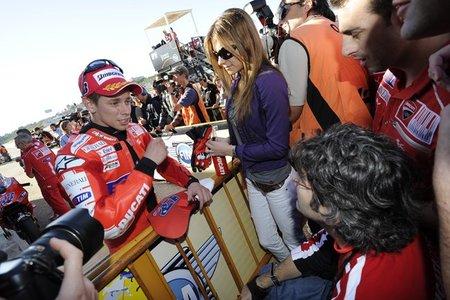 Casey conversando con Filippo Preziosi tras la pole