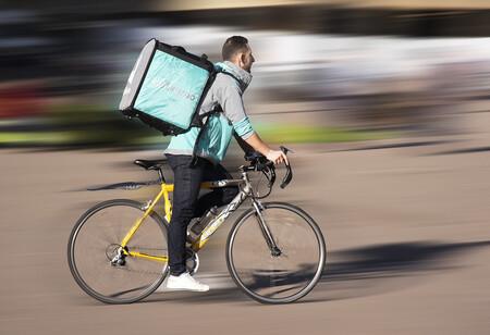El Tribunal Supremo se pronuncia sobre 'riders' por segunda vez: más de 500 repartidores de Deliveroo son falsos autónomos