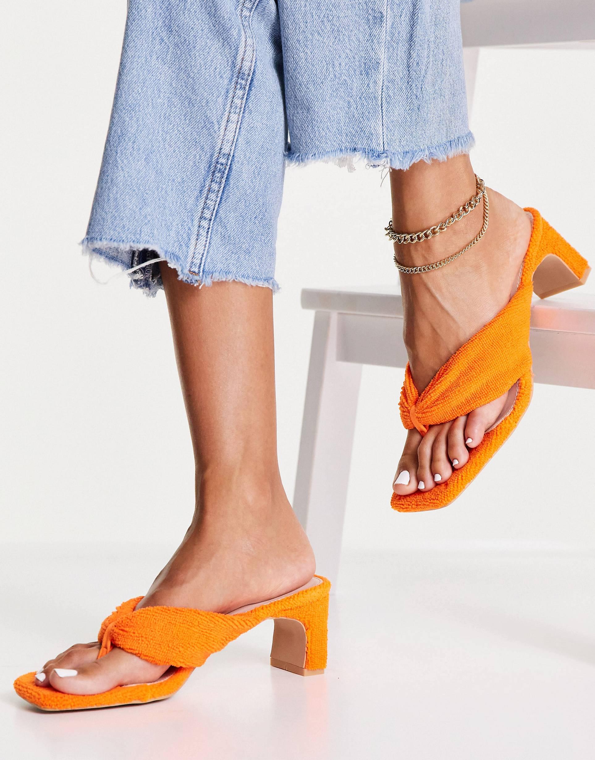 Sandalias naranjas de tejido de rizo de RAID.