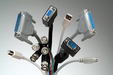 Accesorios para mantener tus cables organizados y no visibles