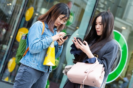 Hay una forma de ahorrar datos y tiempo mientras usas tu móvil: te contamos en qué consiste el Modo básico de Chrome