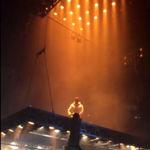 Kanye West obliga a un fan que se había subido a una plataforma a lanzarse al vacío