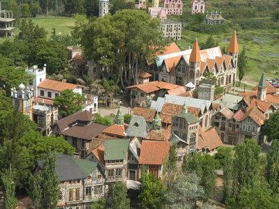 Campanópolis, la aldea construida íntegramente con materiales reciclados