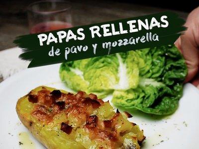Papas horneadas rellenas de jamón de pavo y queso mozzarella. Receta en video