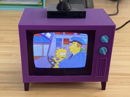 Esta espectacular mini TV de Los Simpson impresa en 3D usa una Raspberry Pi para reproducir 11 temporadas de la serie