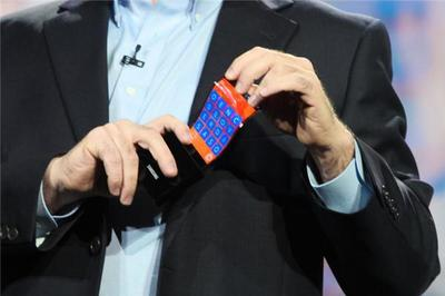 Conoce el prototipo de Samsung con pantalla flexible y Windows Phone 8