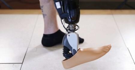 Los brazos y piernas robóticas con sensores y controlados por la mente son una realidad