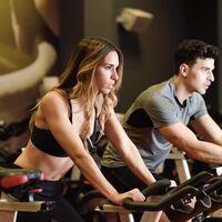 Potencia tu rutina de spinning con la bici Reebok One AR Sprint con un 48% de descuento en Decathlon
