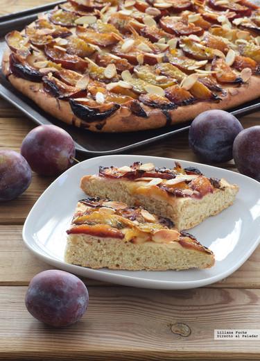 Pastel levado de ciruelas y almendras o Hefekuchen: receta dulce de panadería