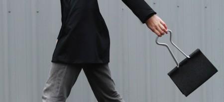 Clip Bag, un bolso en forma de clip sujeta folios...