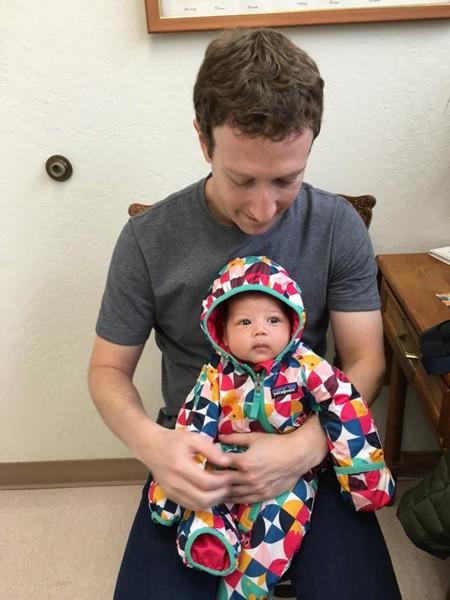 Zuckerberg lleva a su hija al médico y demuestra que está a favor de las vacunas