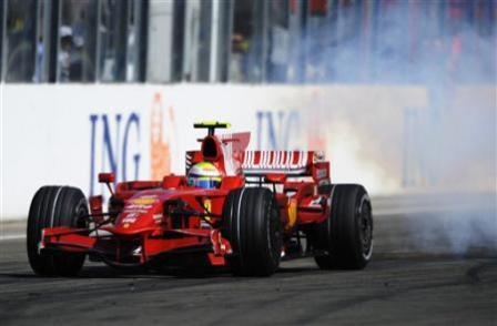 Los motores tendrán que durar 3 Grandes Premios en 2009