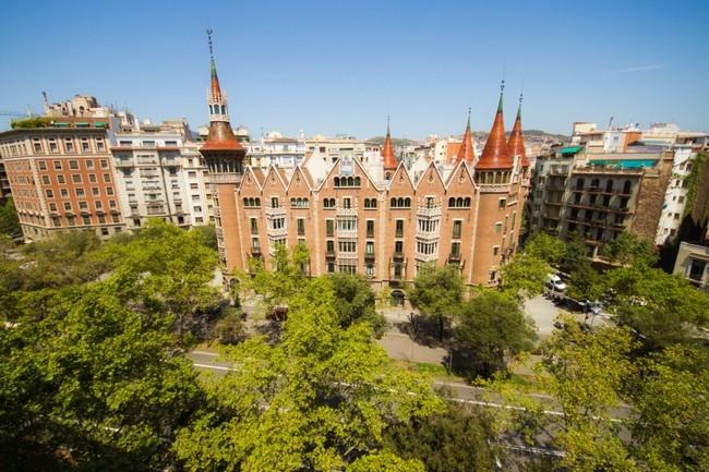 Tras Mas De 100 Anos De Historia Cerrada Al Publico La Casa De Les Punxes Barcelona Ya Se Puede Visitar