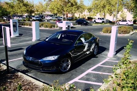 China ya se puede recorrer de Norte a Sur en un Tesla Model S: todo gracias a un particular y al 'crowdfunding'