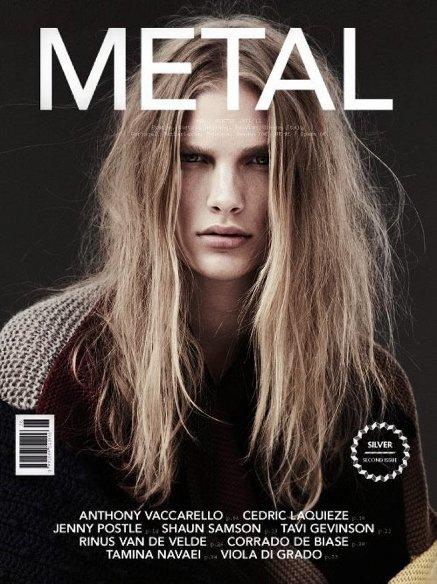 Melena despeinada en la portada de Metal: un toque sexy, ¿o no?