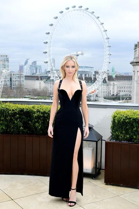 Jennifer Lawrence Versace Noventas1