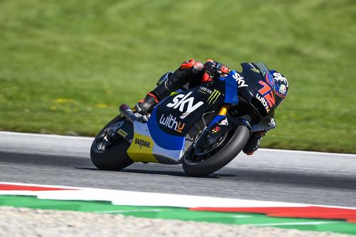¡Absurdo! A Jorge Martín le quitan la victoria de Moto2 por pisar el verde y Marco Bezzecchi debuta como ganador