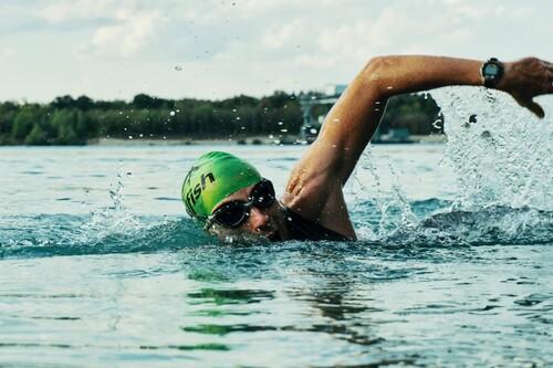 Chollos en Deporte-Outlet con bañadores deportivos Head, zapatillas Adidas o polos Kappa muy rebajados