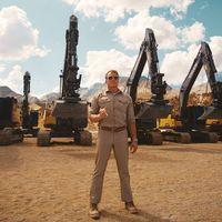 Dolph Lundgren lleva al límite el sistema hidráulico de las excavadoras Volvo en un vídeo insuperable